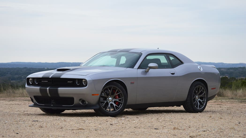Dodge Challenger in silver with black stripes