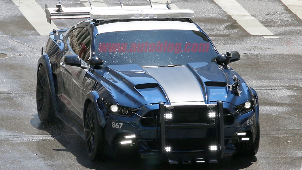 Barricade Ford Mustang