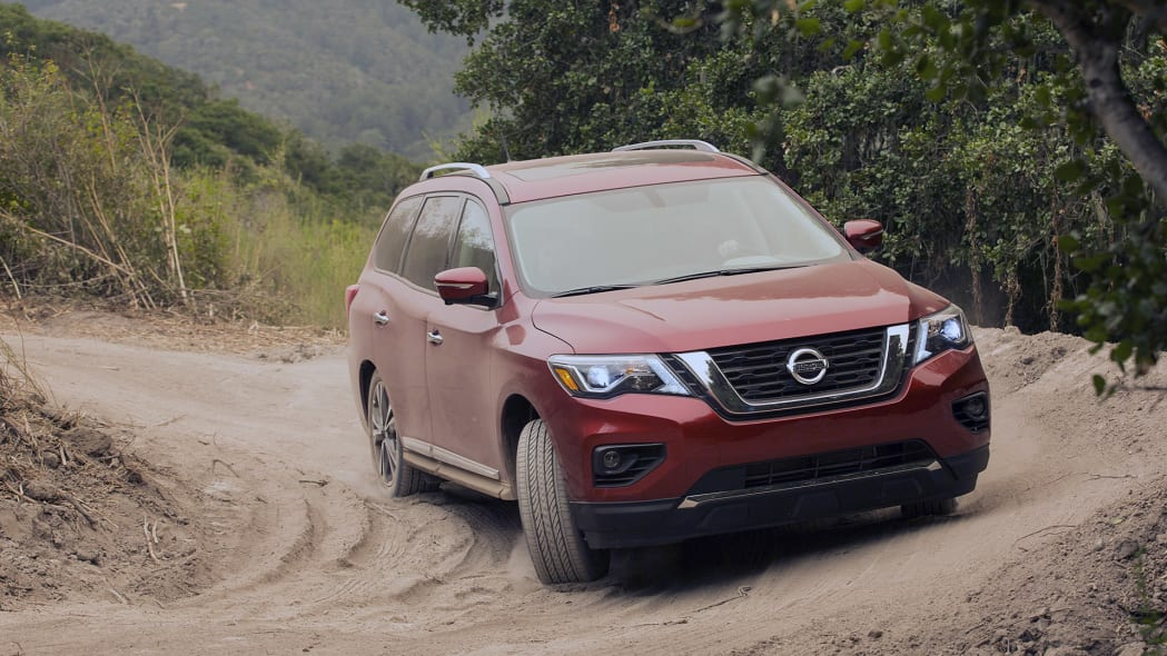 2017 Nissan Pathfinder off-road