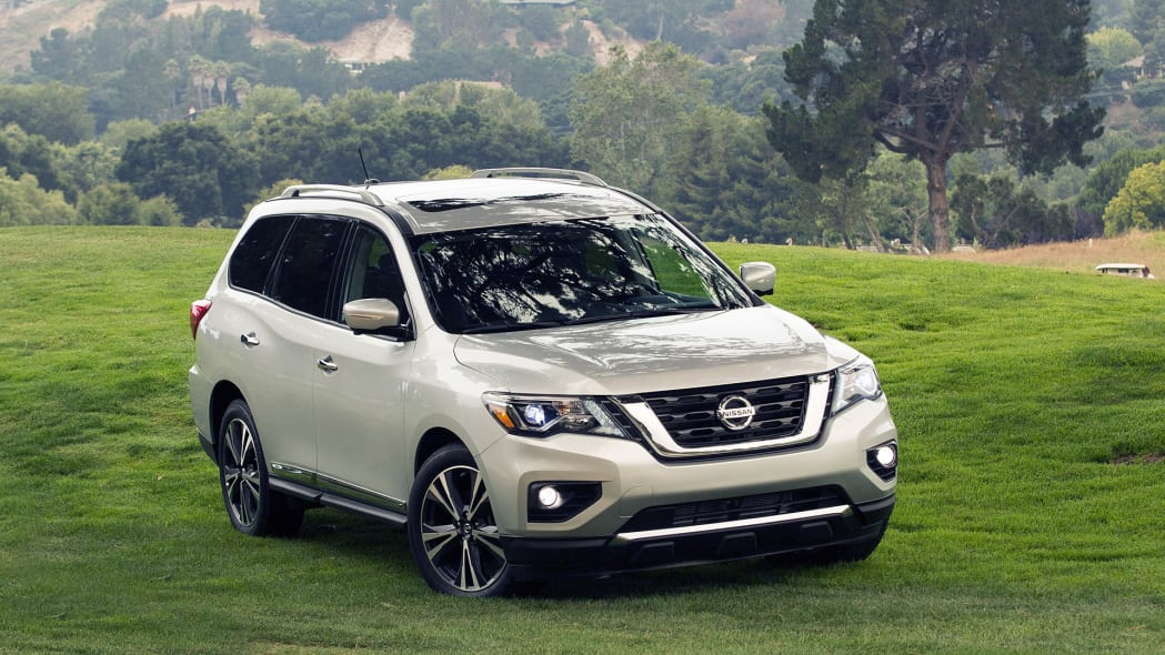 2017 Nissan Pathfinder front 3/4 view