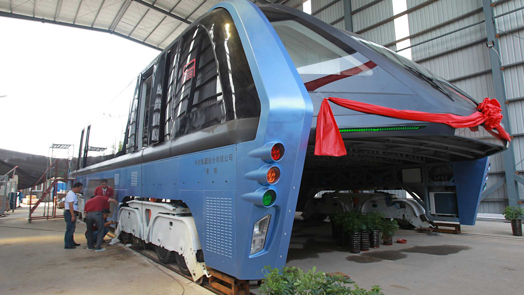 China's First Transit Elevated Bus TEB-1 Conducts Road Test In Qinhuangdao