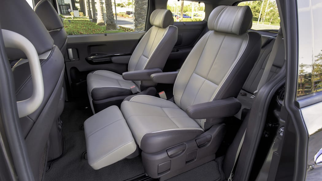 Reclining seats with ottomans in the 2016 Kia Sedona