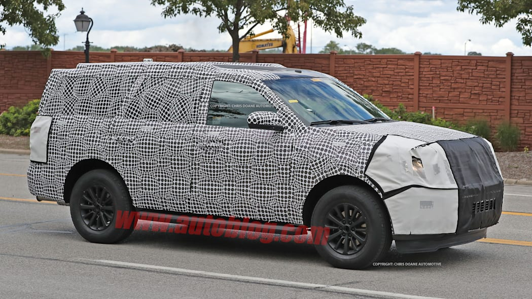 2018 ford expedition spy shots side exterior