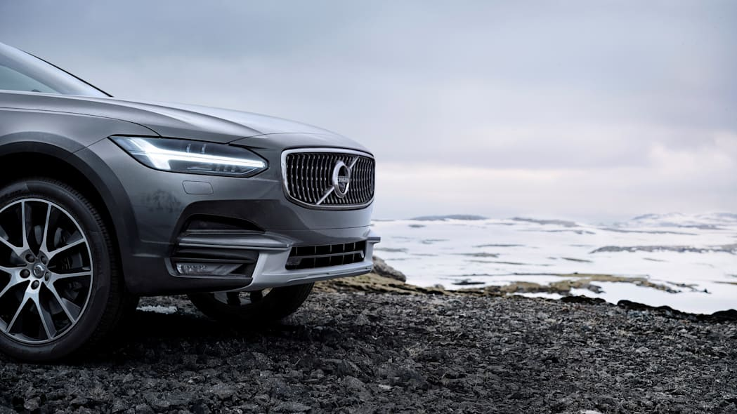 2017 Volvo V90 Cross Country Front End Close Up Exterior