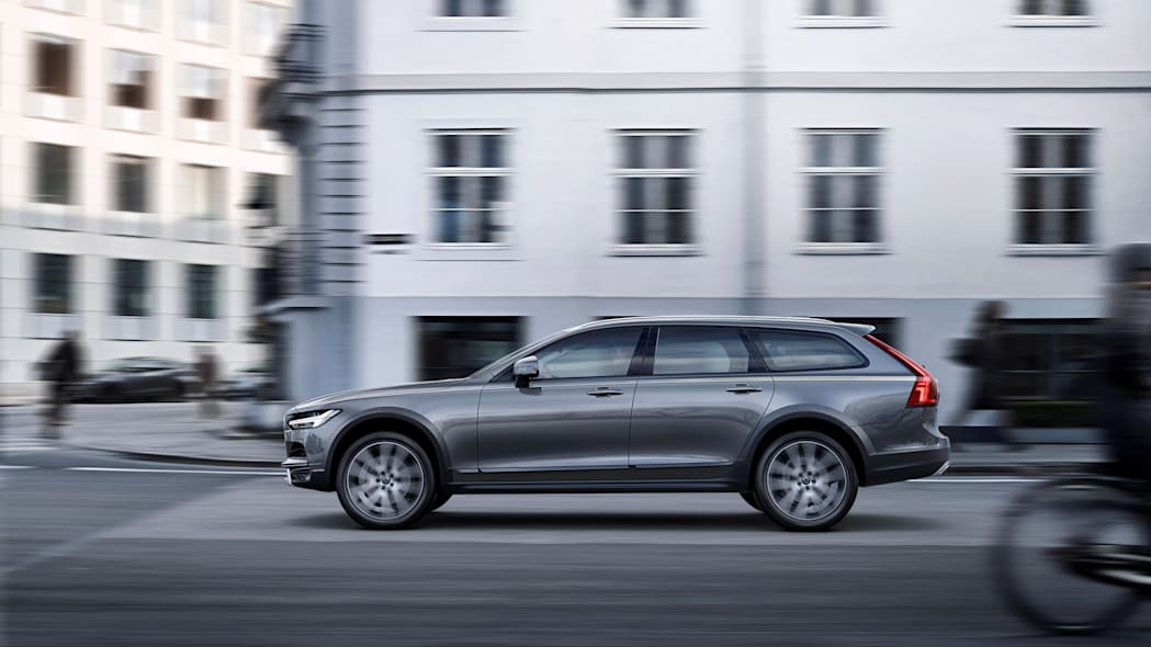 2017 Volvo V90 Cross Country Side Exterior Driving