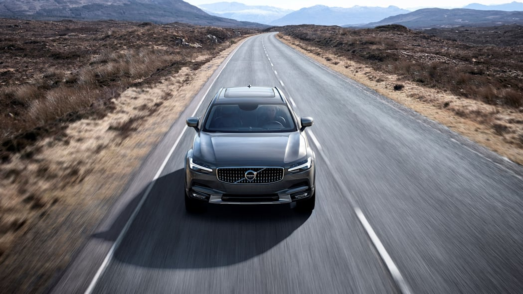 2017 Volvo V90 Cross Country Front End Exterior