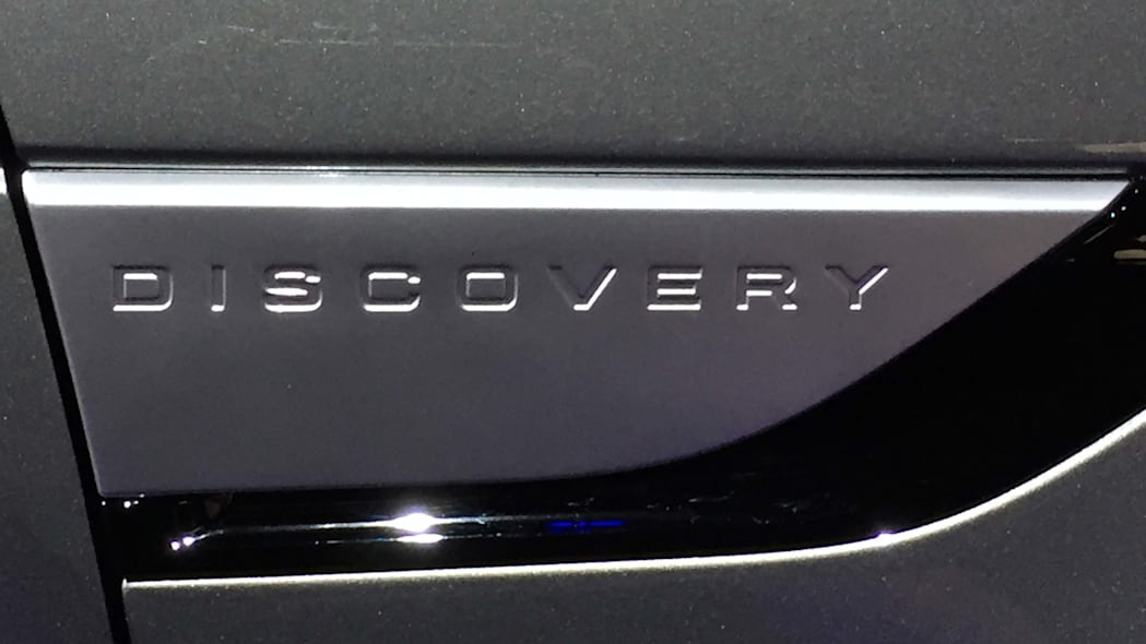 land rover discovery badge