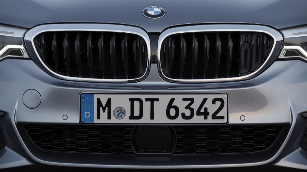2017 BMW 5 Series grille