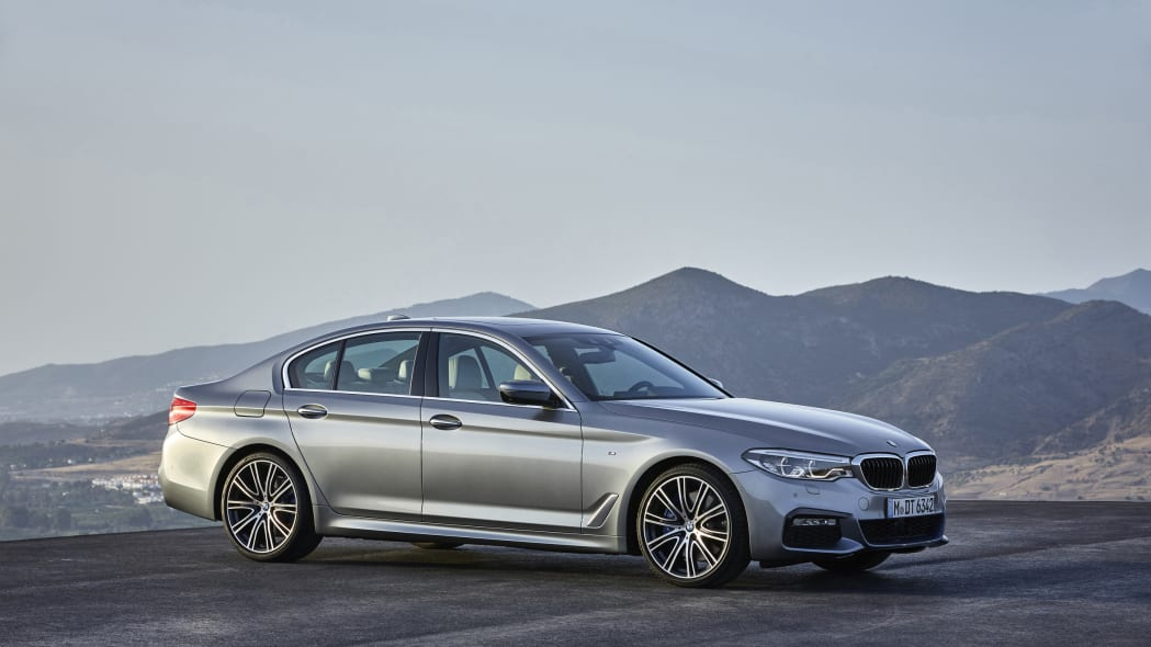 2017 BMW 5 Series front 3/4 2