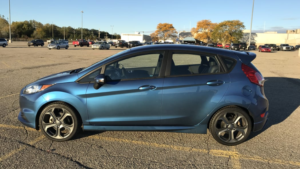 Liquid Blue Ford Fiesta ST Side Exterior