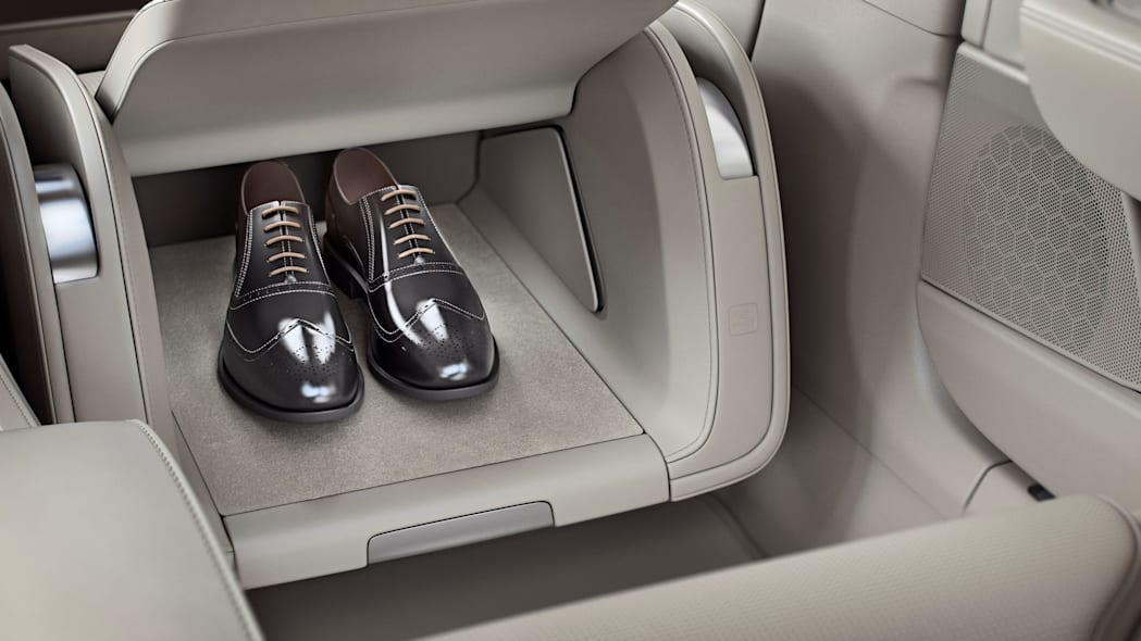 Volvo S90 Excellence, Volvo Lounge Console