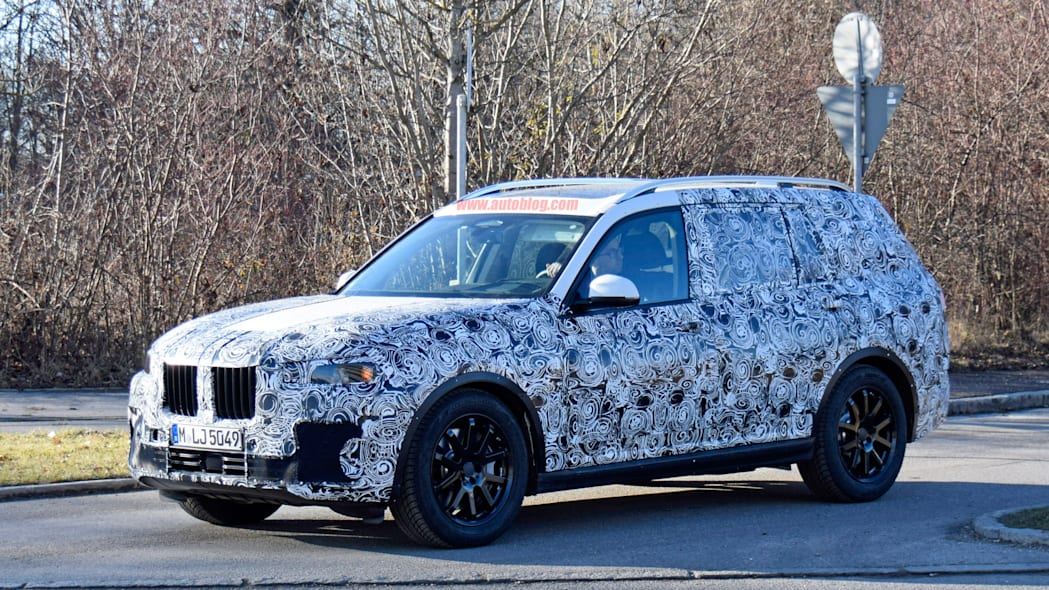 2019 BMW X7 front side