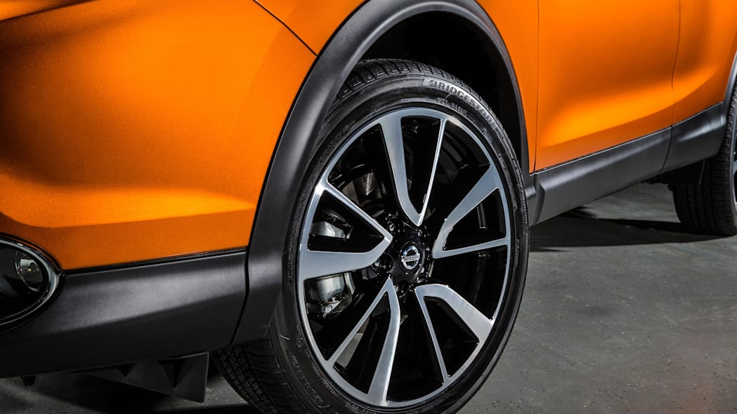 The 2017 Nissan Rogue, unveiled at the 2017 Detroit Auto Show, wheel detail.