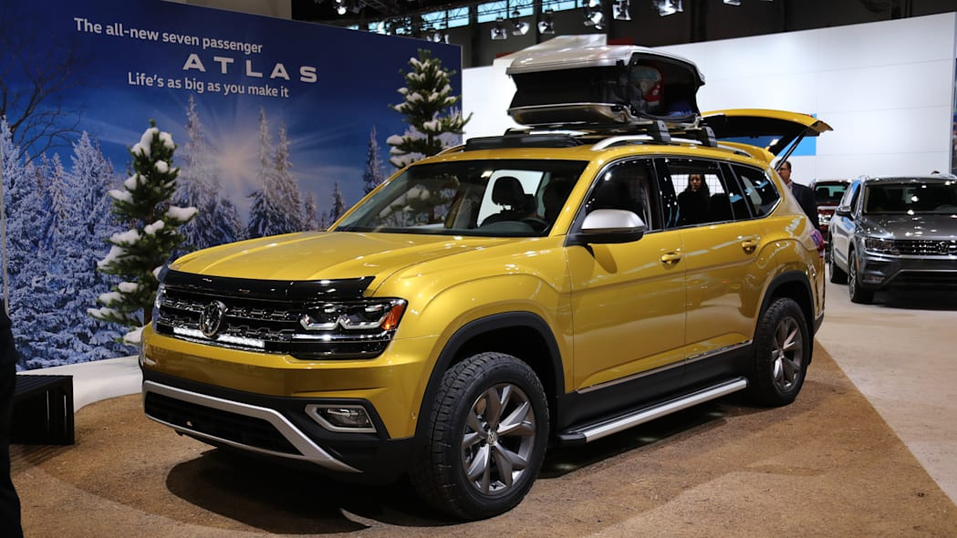 2018 volkswagen atlas weekend edition front