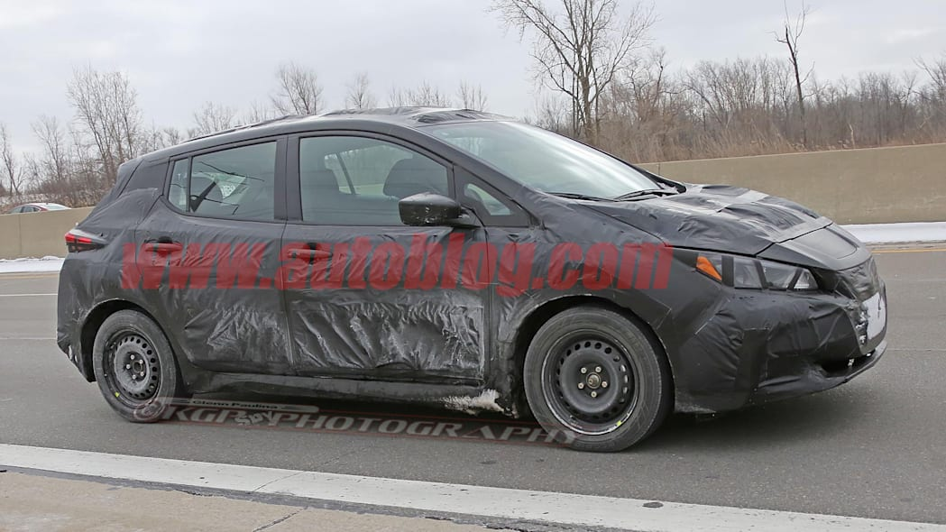 2018 nissan leaf spy photo side