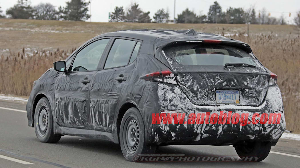 2018 nissan leaf spy photo rear road