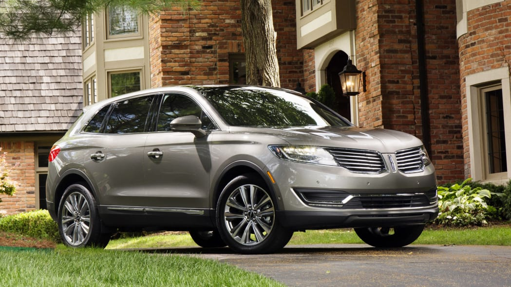 Best Luxury Midsized/Large SUV Value: Lincoln MKX