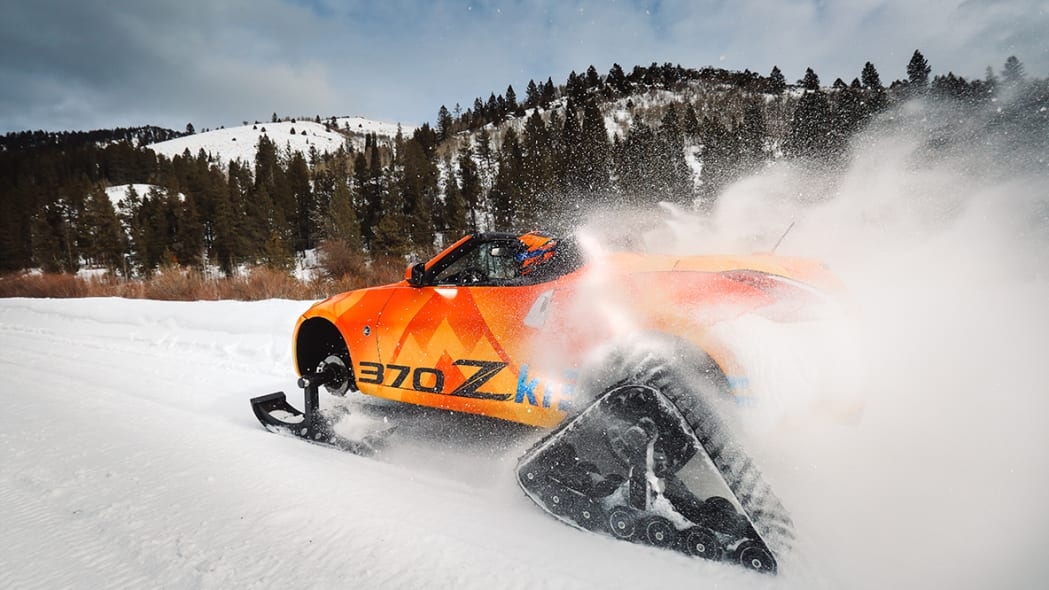 Nissan 370zki throwing snow