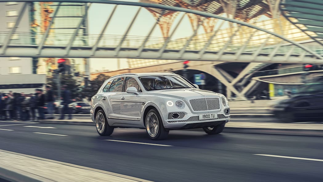 Bentley Bentayga Hybrid First Drive Review | Mass without substance