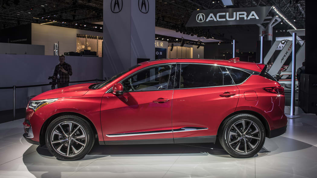 2019 acura rdx debuts in n y  with a