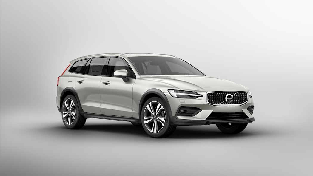 2019 Volvo V60 Cross Country front three quarter