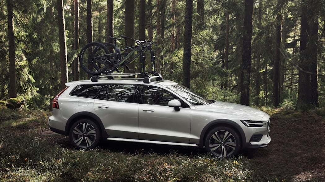 2019 Volvo V60 Cross Country with bike rack