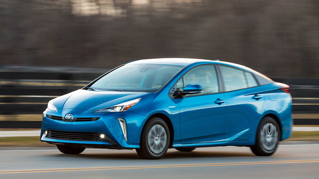 How Does the Toyota Prius Handle Winter? | News | Cars.com