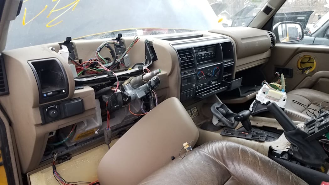 Junked 1997 Land Rover Discovery XD