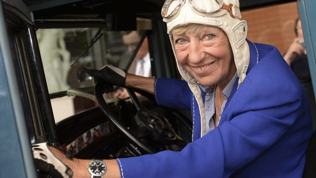Berlin businesswoman Heidi Hetzer, celebrated for driving around world, dies