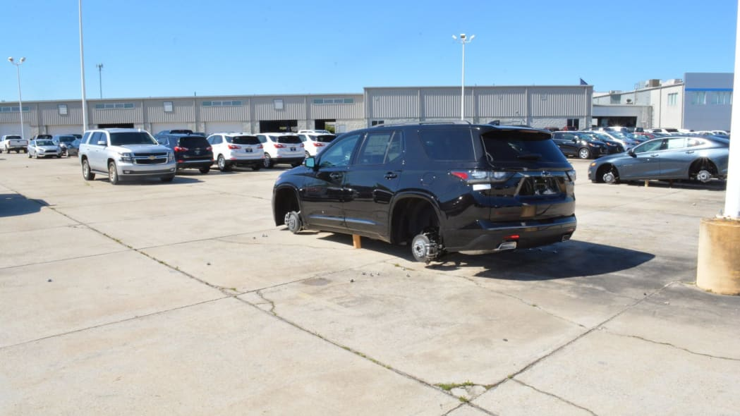 Thieves steal 124 wheels and tires.