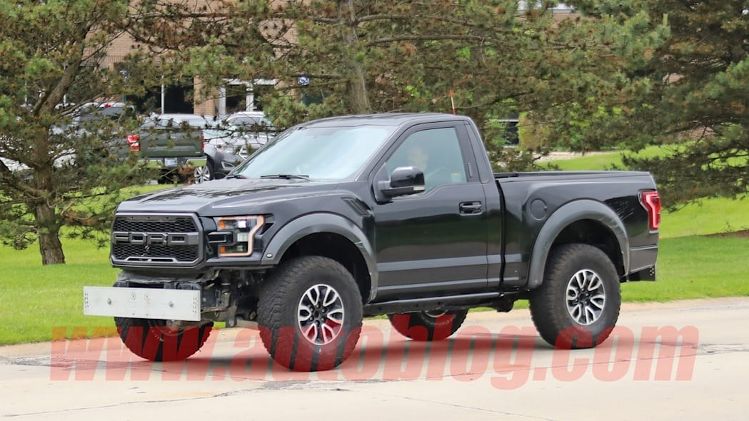 Spy photos: possible Ford Bronco mule
