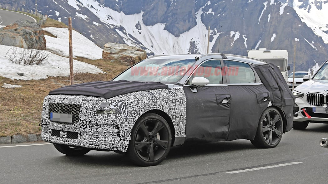 Genesis GV80 crossover spied with less camouflage, huge wheels
