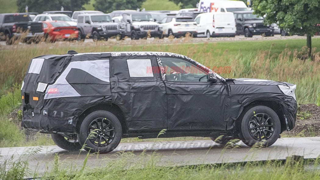 jeep-grand​-cherokee-​prototype-​spied-1