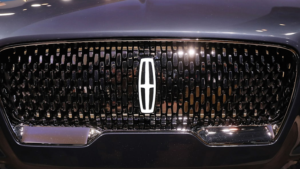 Lincoln emblem and grille