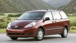 (LE) 4dr All-wheel Drive Passenger Van