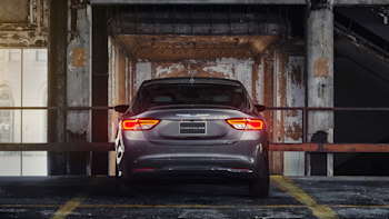 2015 Chrysler 200 sheds its frumpy past, V6 comes with AWD