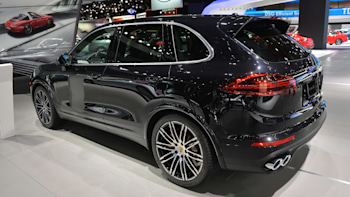 2015 Porsche Cayenne Turbo S Gets Faster More Powerful W Video Autoblog