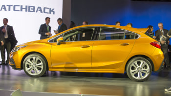 2018 Chevy Cruze hatchback delivers on our manual, diesel