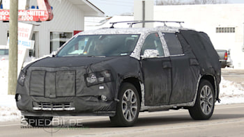 2018 Cadillac Xt7 Three Row Crossover Spied Update Autoblog