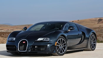 Bugatti Veyron Super Sport Stripped Of World S Fastest Car Title By