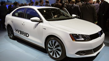2017 Volkswagen Jetta Hybrid Debuts With Projected 45 Mpg Combined Rating
