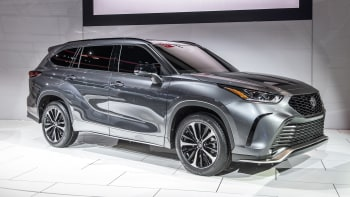 2021 Toyota Highlander Xse Revealed At Chicago Auto Show Autoblog