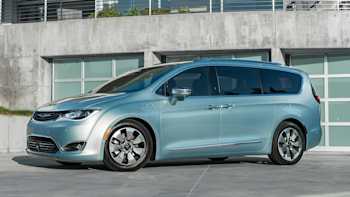 The Minivan Reinvented 2017 Chrysler Pacifica Hybrid First Drive