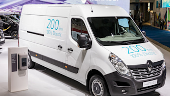 bbb63e8d7e92fc Renault unveils new Kangoo ZE and Master ZE electric commercial ...