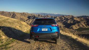 2019 Jeep Cherokee is a truck-like crossover with advantages