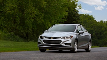 2018 Chevrolet Cruze Buyer S Guide With Specs Engine Safety