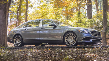 2018 Mercedes-Maybach S560 has so many cool features, we