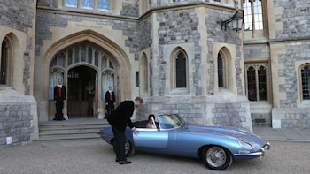 fully electric jaguar e type transports prince henry and meghan markle autoblog fully electric jaguar e type transports