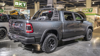 Custom Dodge Ram 1500 >> 2019 Ram 1500 Sema Trucks Go High And Low Autoblog