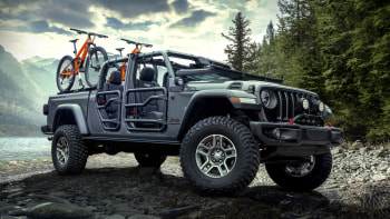 Jeep Gladiator Gets An Array Of Mopar Accessories Right Away Autoblog